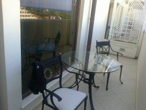 balcon vedere la piscina si mare mardan palace